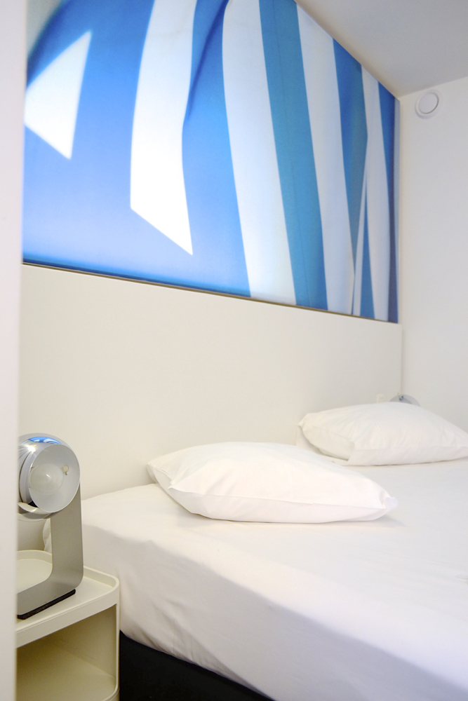 pantone_bedside