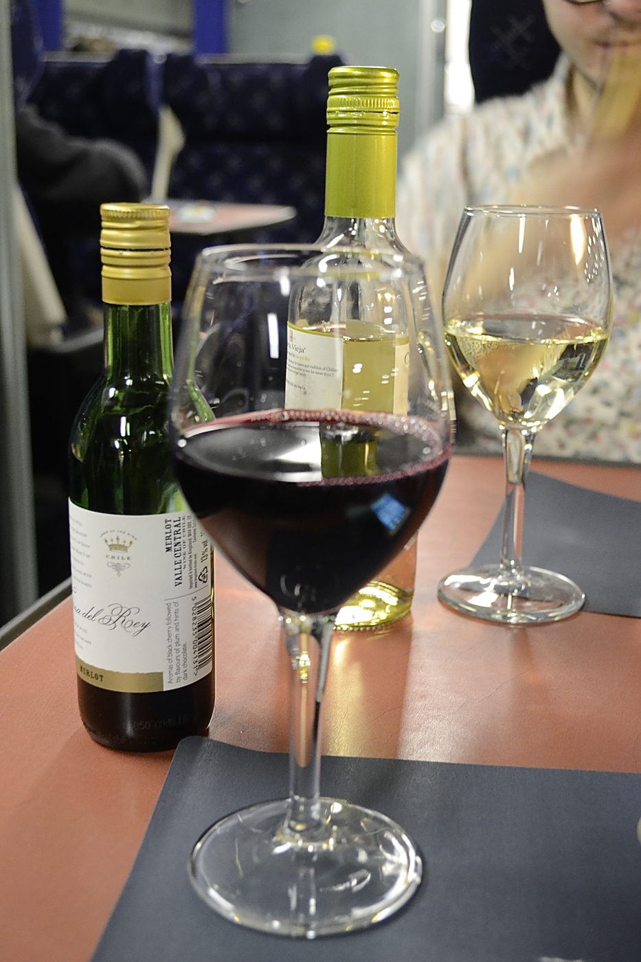 calsleeper_wines_diningcar