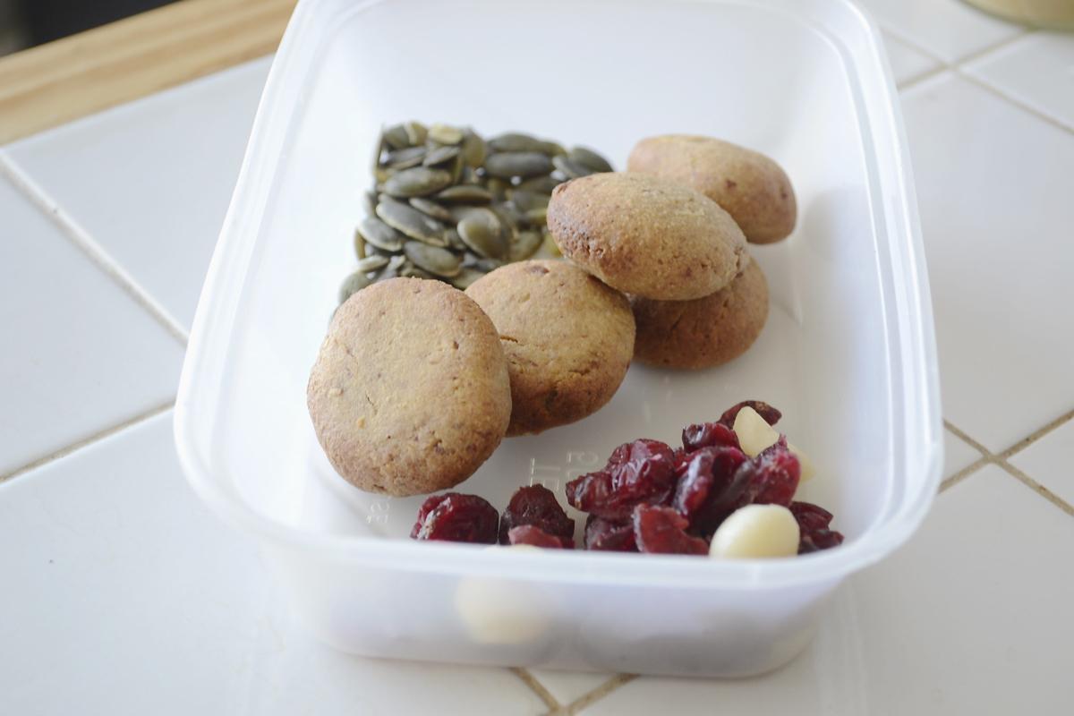 cookies_driedfruit_seeds_lunchbox