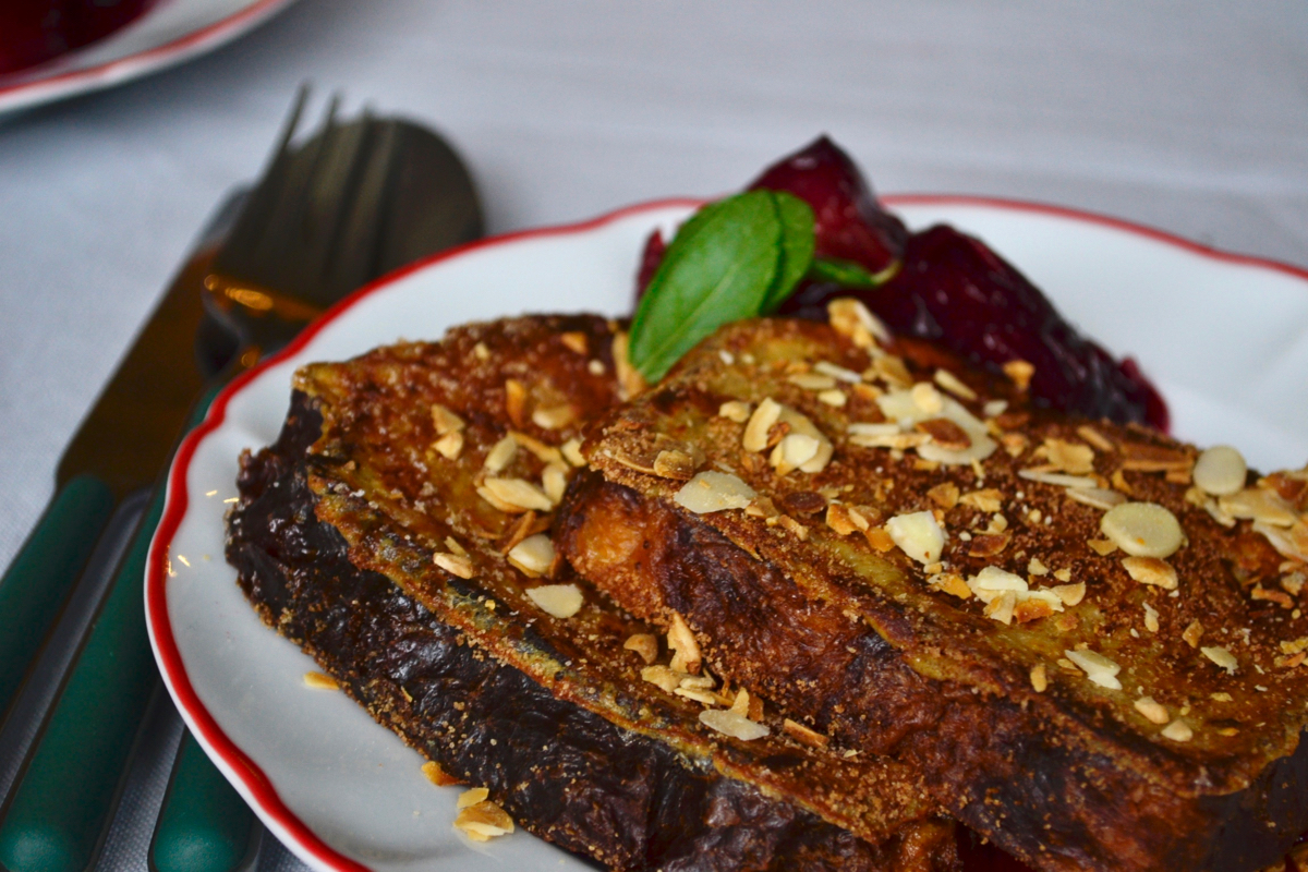 macro French toast plums plate