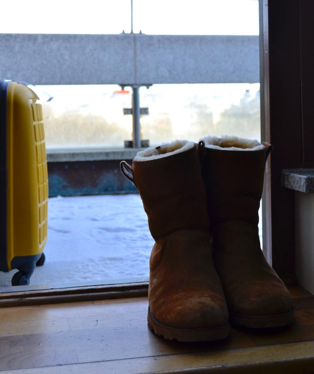 Ugg boots suitcase balcony Scandic Anglais Stockholm