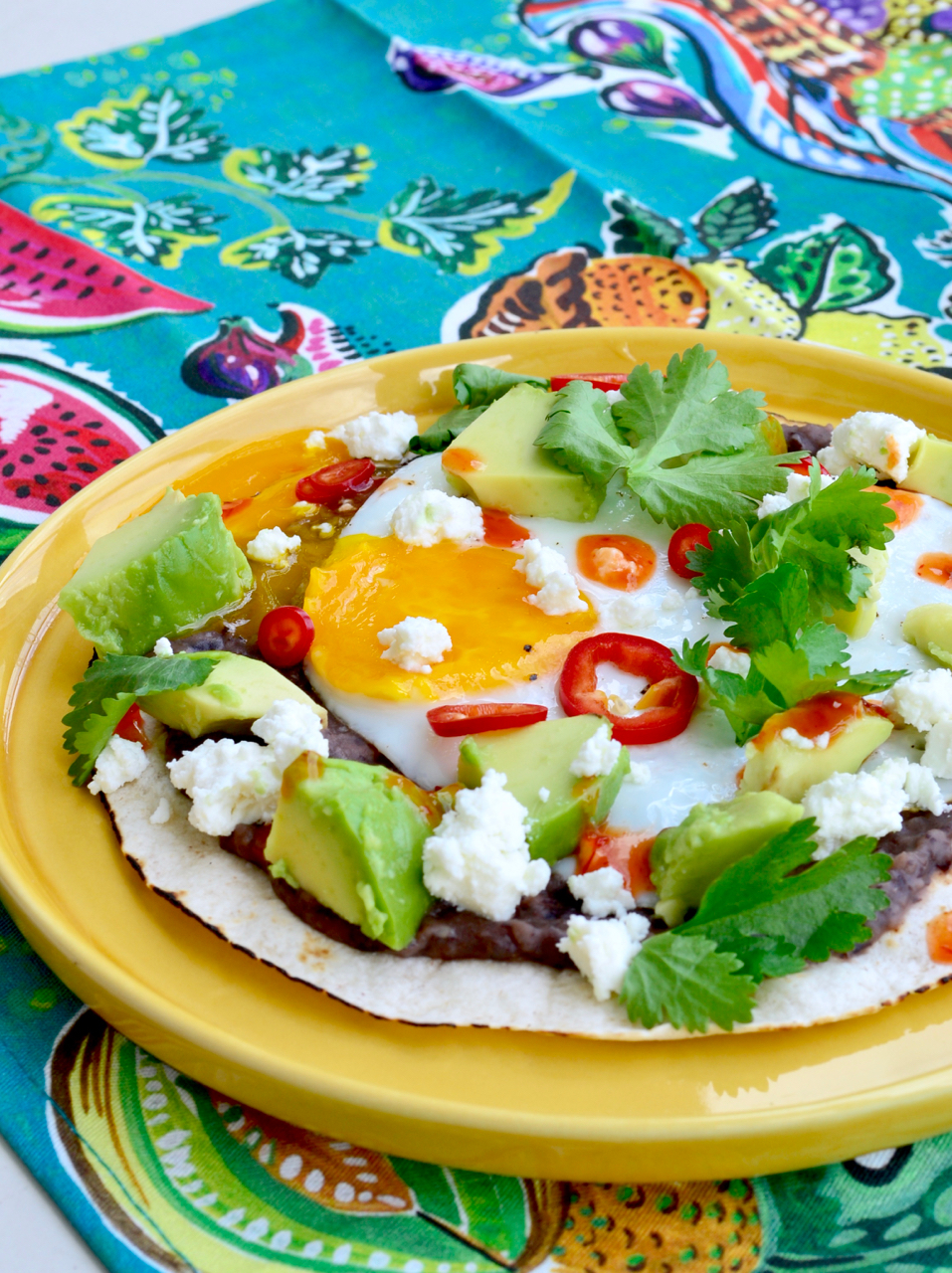 close-up huevos motulenos gastrogays brunch recipe