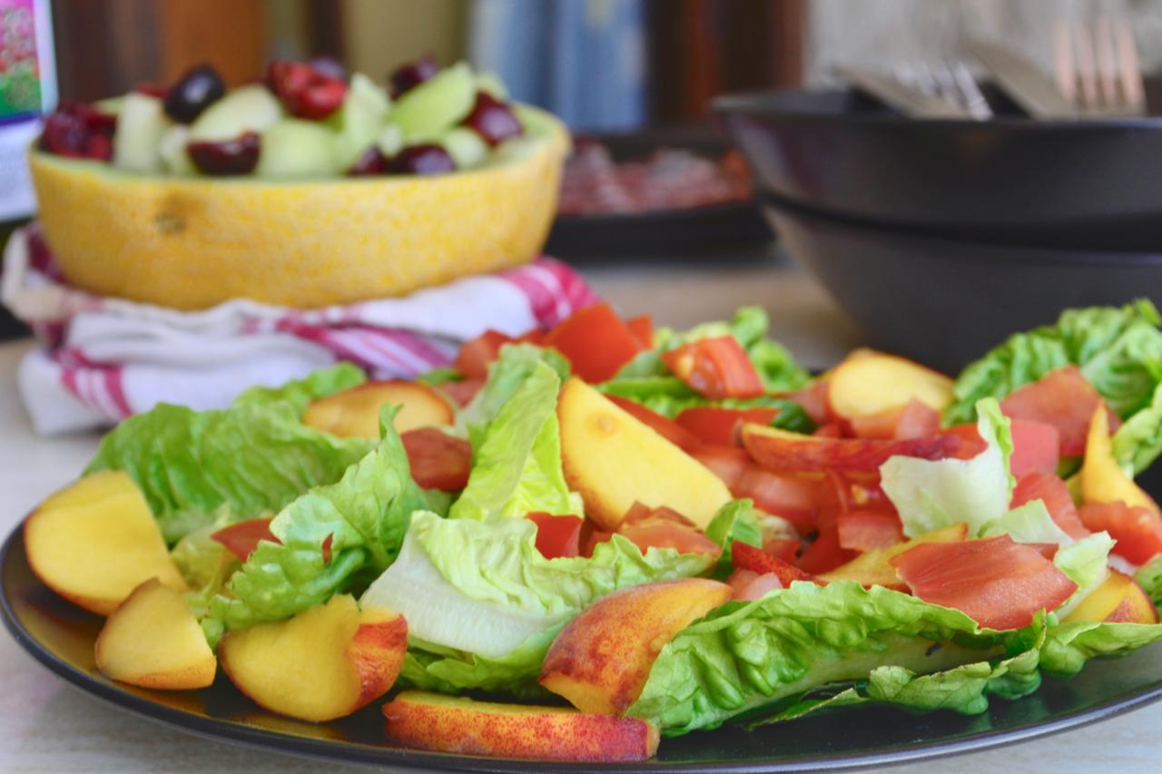 local meal gran canaria peach salad tomato gastrogays