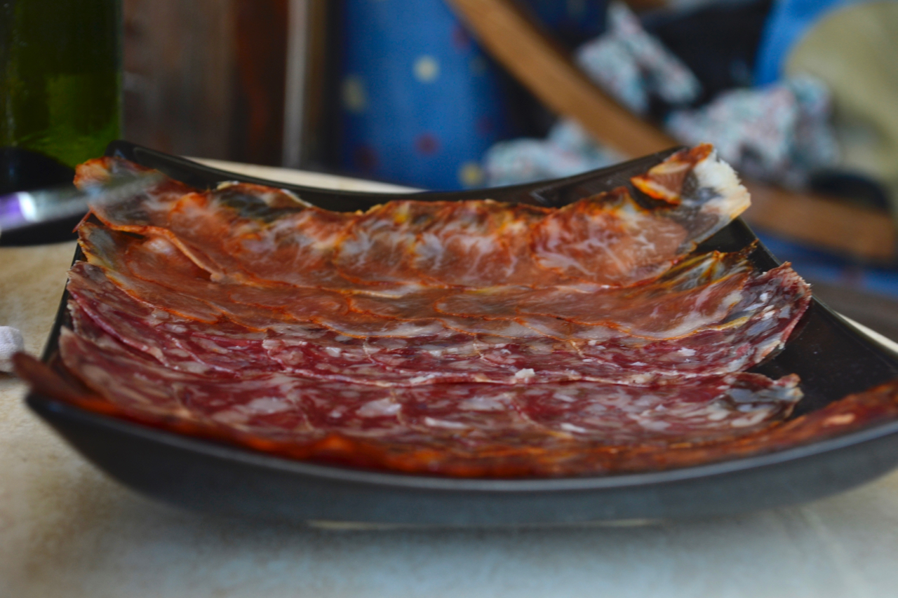 local meal gran canaria spanish charcuterie selection gastrogays