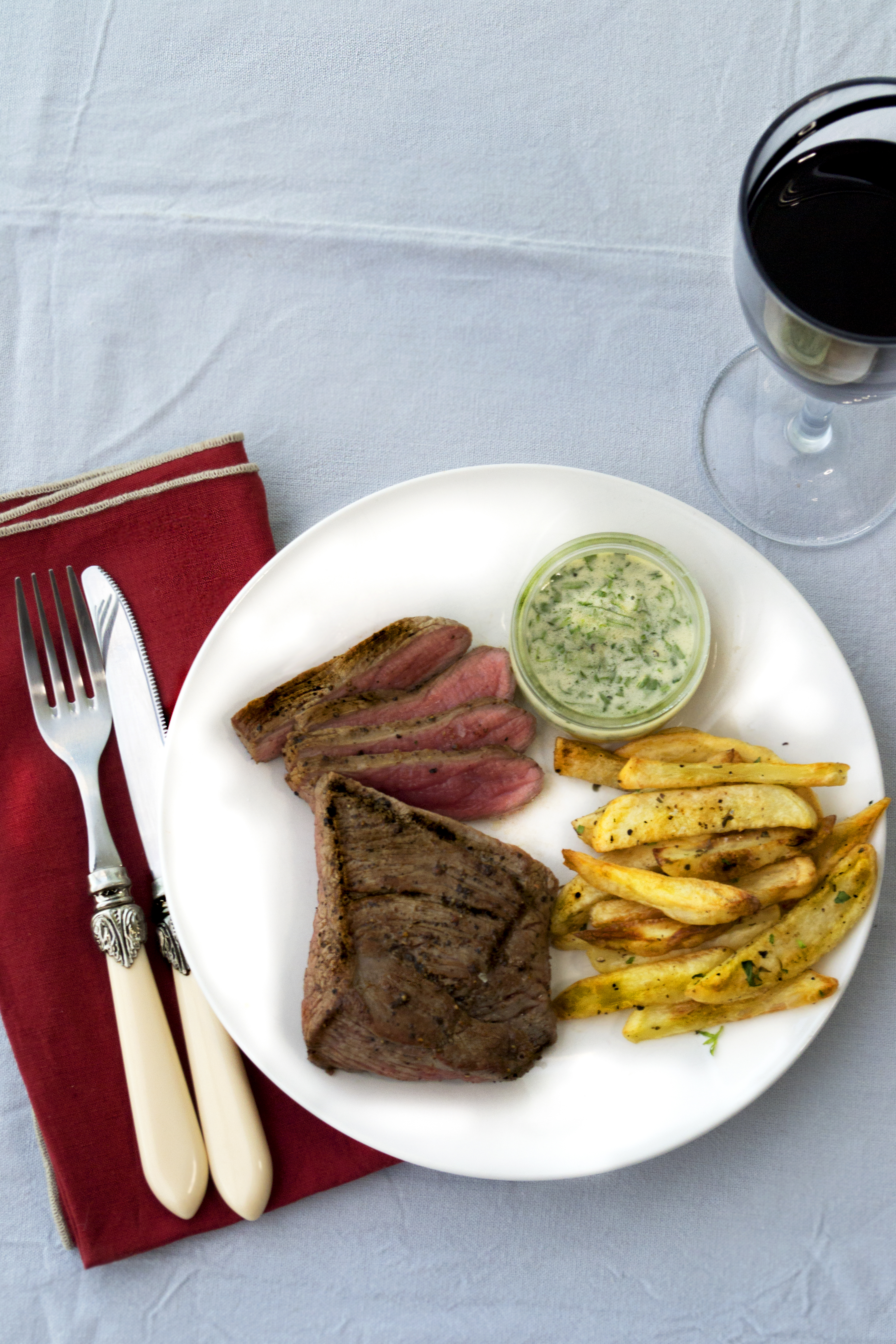 steak chips, steak frites, steak bearnaise, bavette bearnaise, gastrogays steak, gay times recipe, gay times magazine food, simple steak recipe, rustic steak recipe