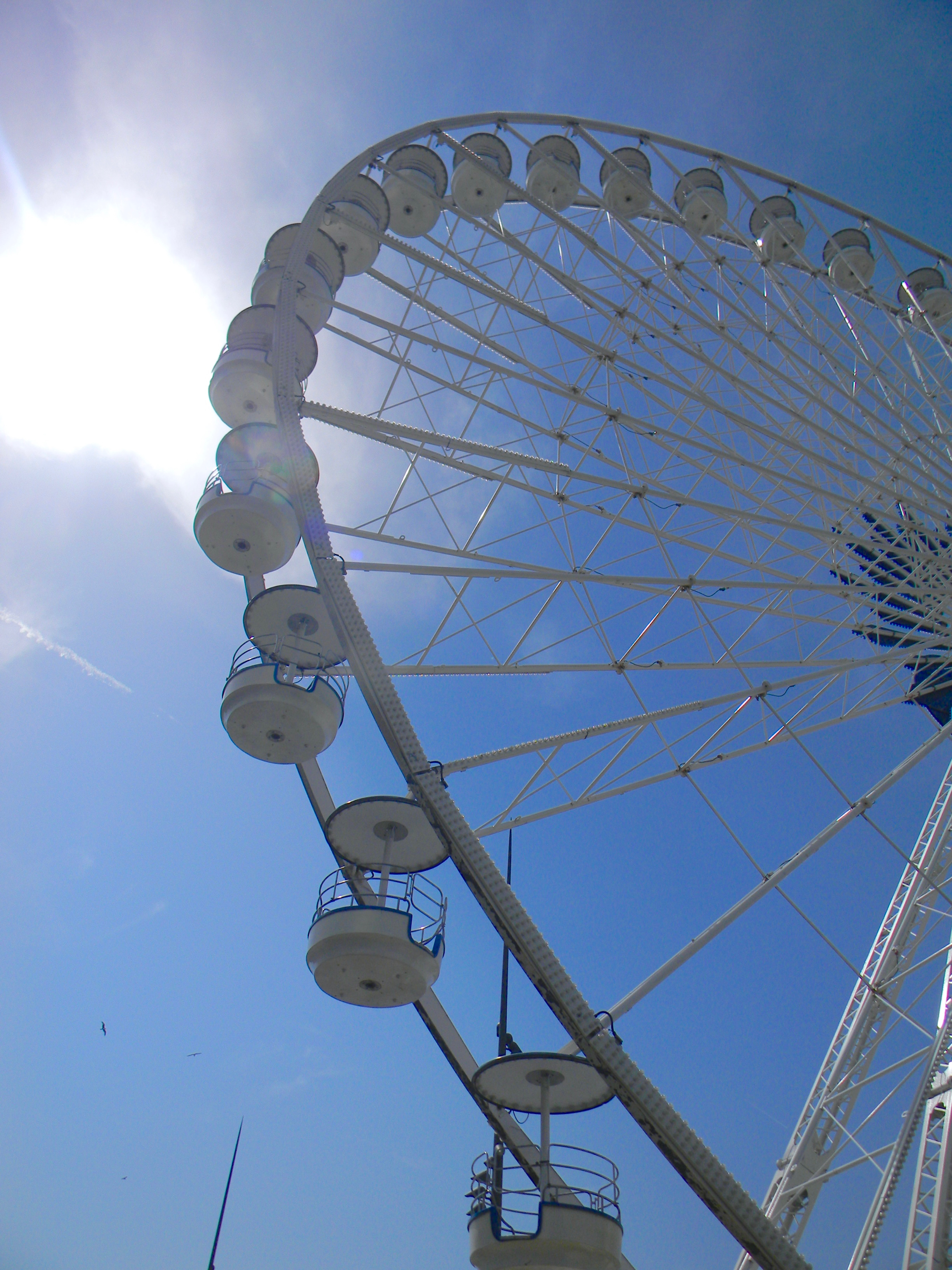 ferris wheel marseille vieux port gastrogays