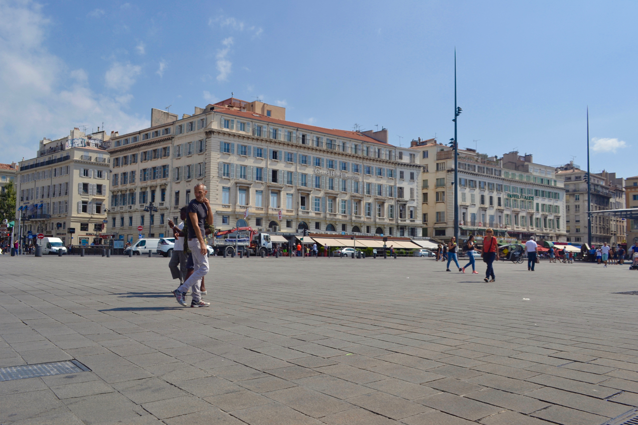 vieux port square harbour city marseille gastrogays
