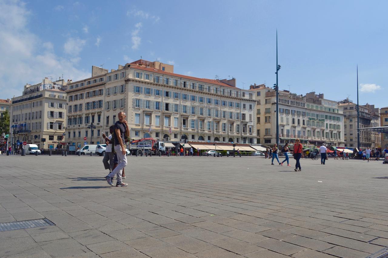 vieux port square harbour city marseille gastrogays
