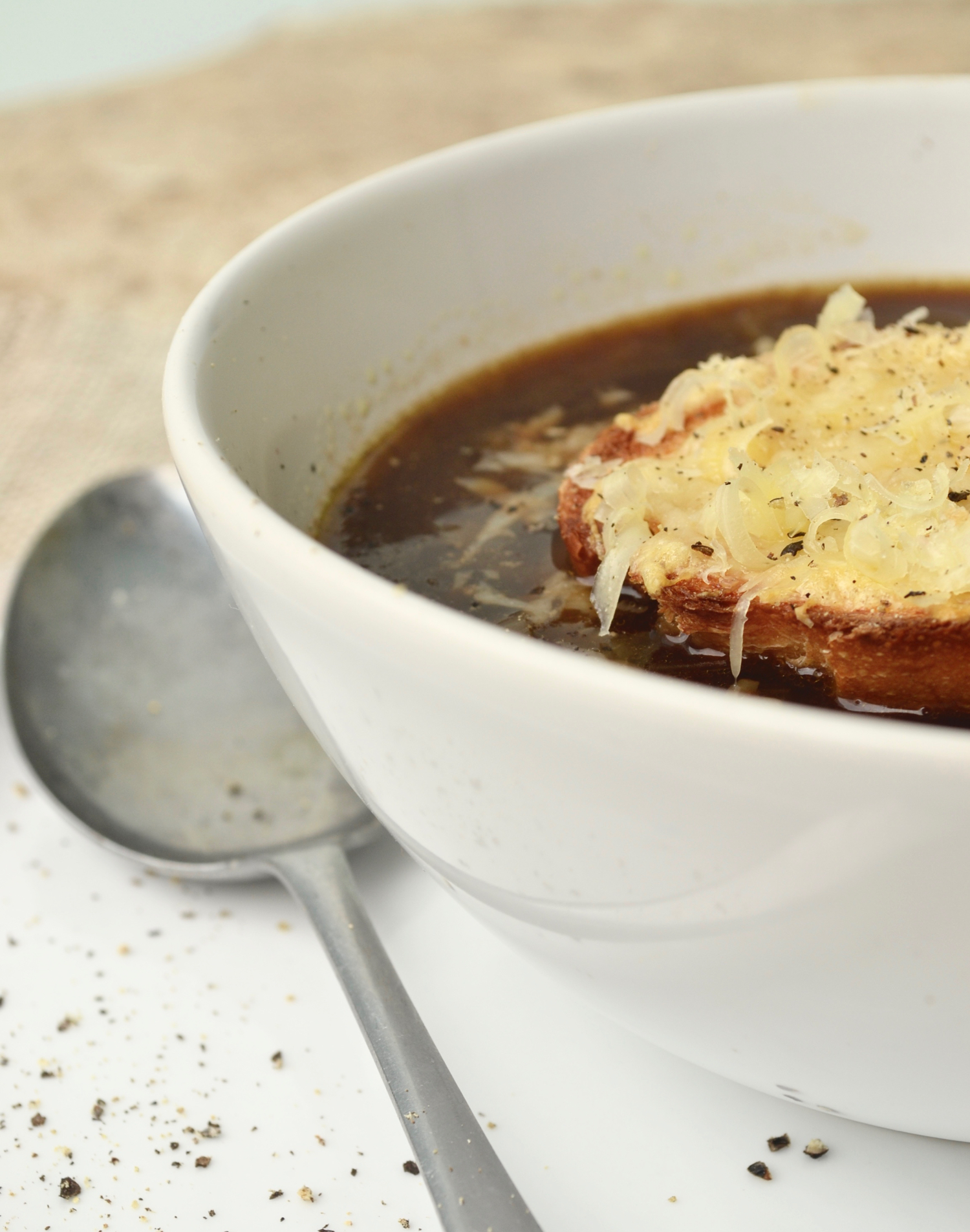 French onion soup half bowl close gastrogays
