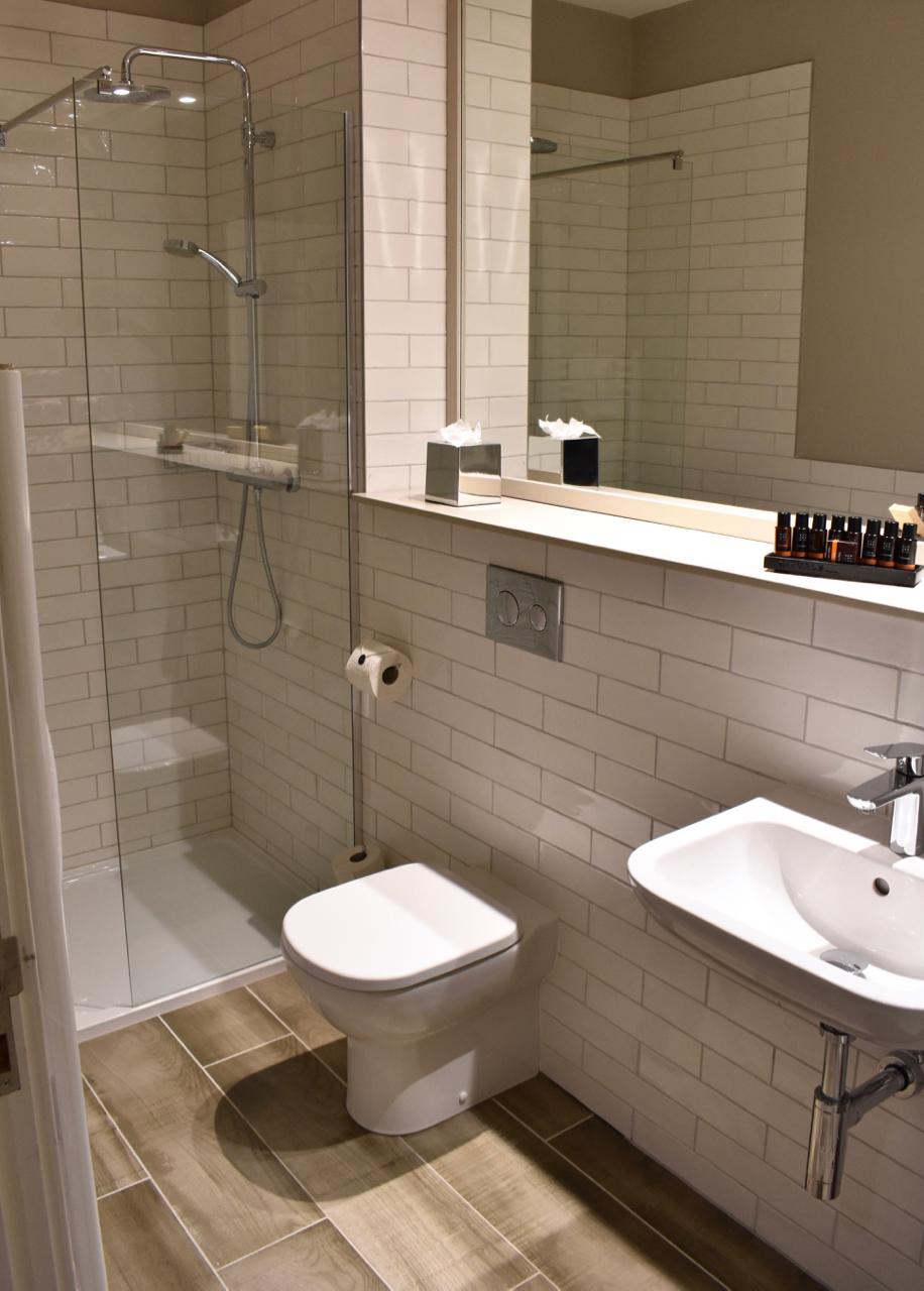 Bathroom Bishops Gate hotel Derry
