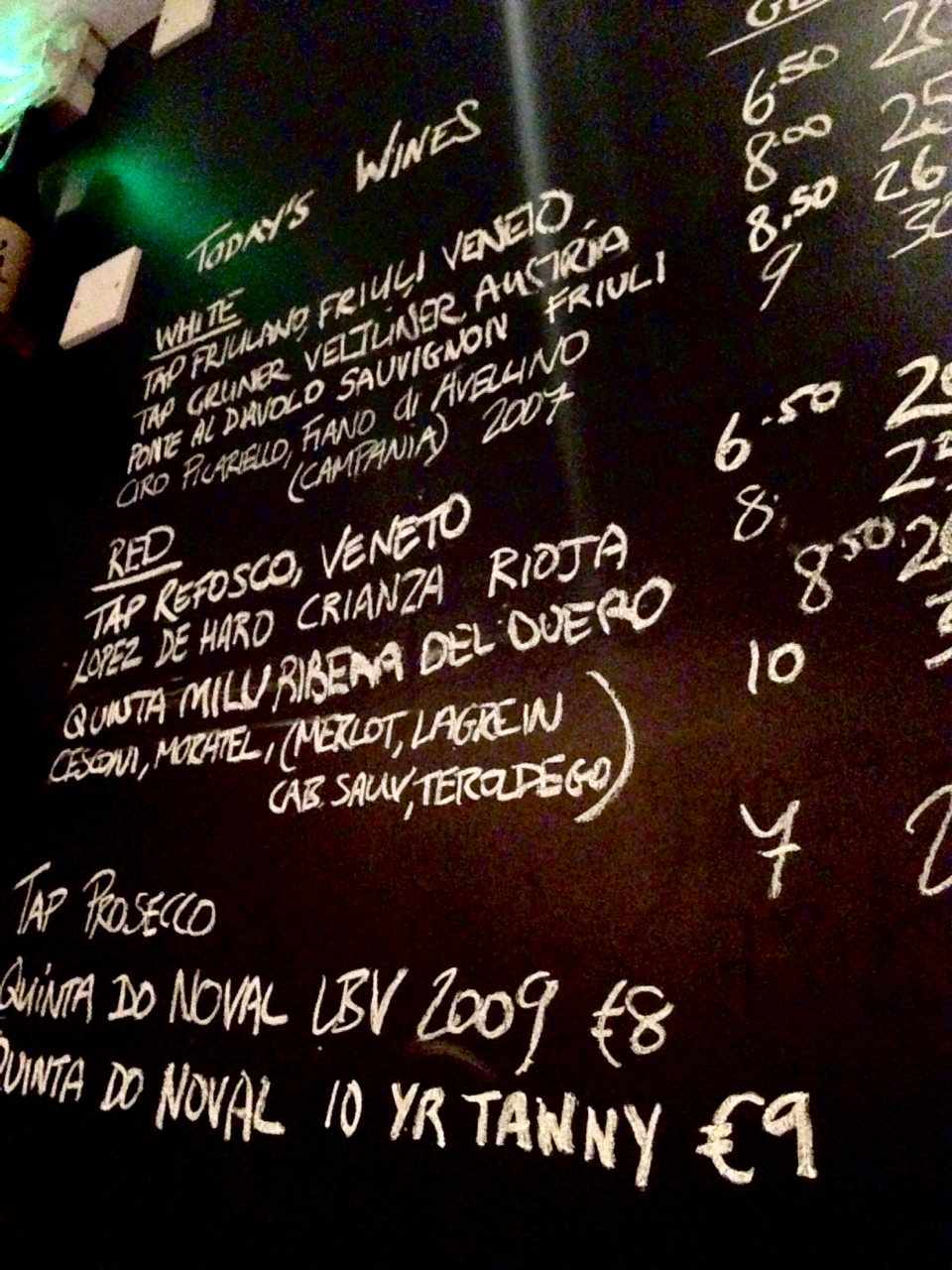 Etto wine specials board glasses bottles dublin gastrogays