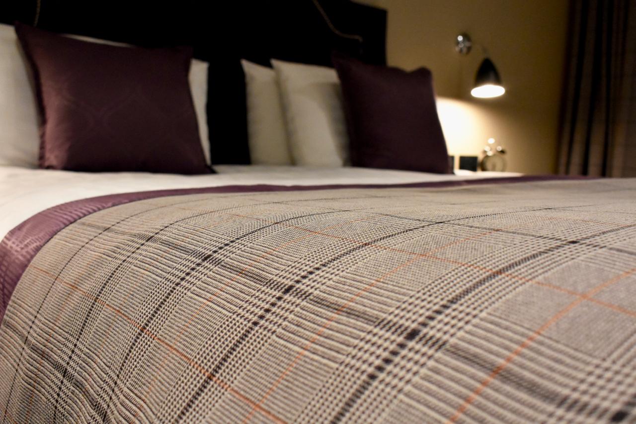 bishops gate hotel bed closeup derry