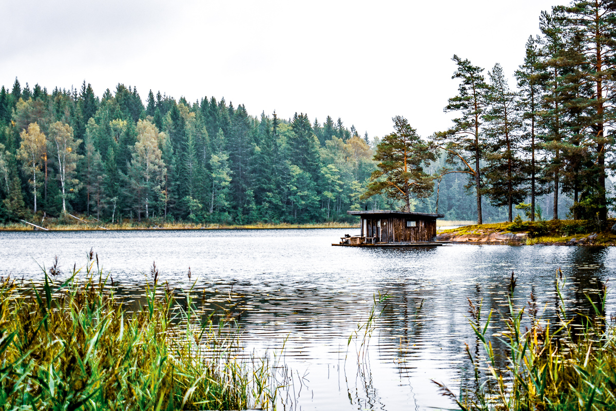 floating house naturbyn sweden varmland